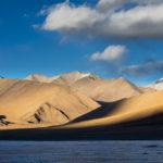 Lac gelé du Startsapuk Tso, dans la pleine du Tso Kar, dans le Chang Tang du Ladakh.