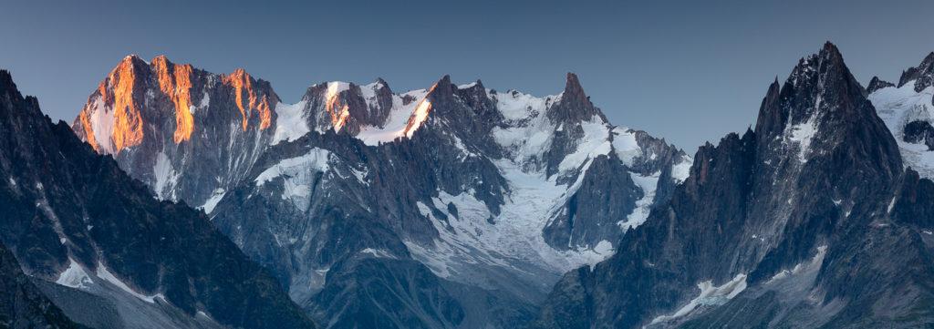 Premiers rayons du soleil sur les Grandes Jorasses, stage photo Un balcon sur le Mont Blanc