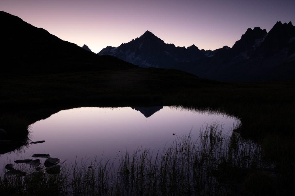 Aiguille Verte à l'aube, pendant un stage photo de montagne, face au Mont Blanc